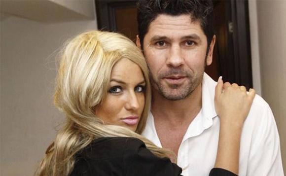 Casandra Ogica se marita