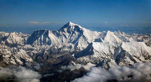 Varful Everest a cazut la cutremur